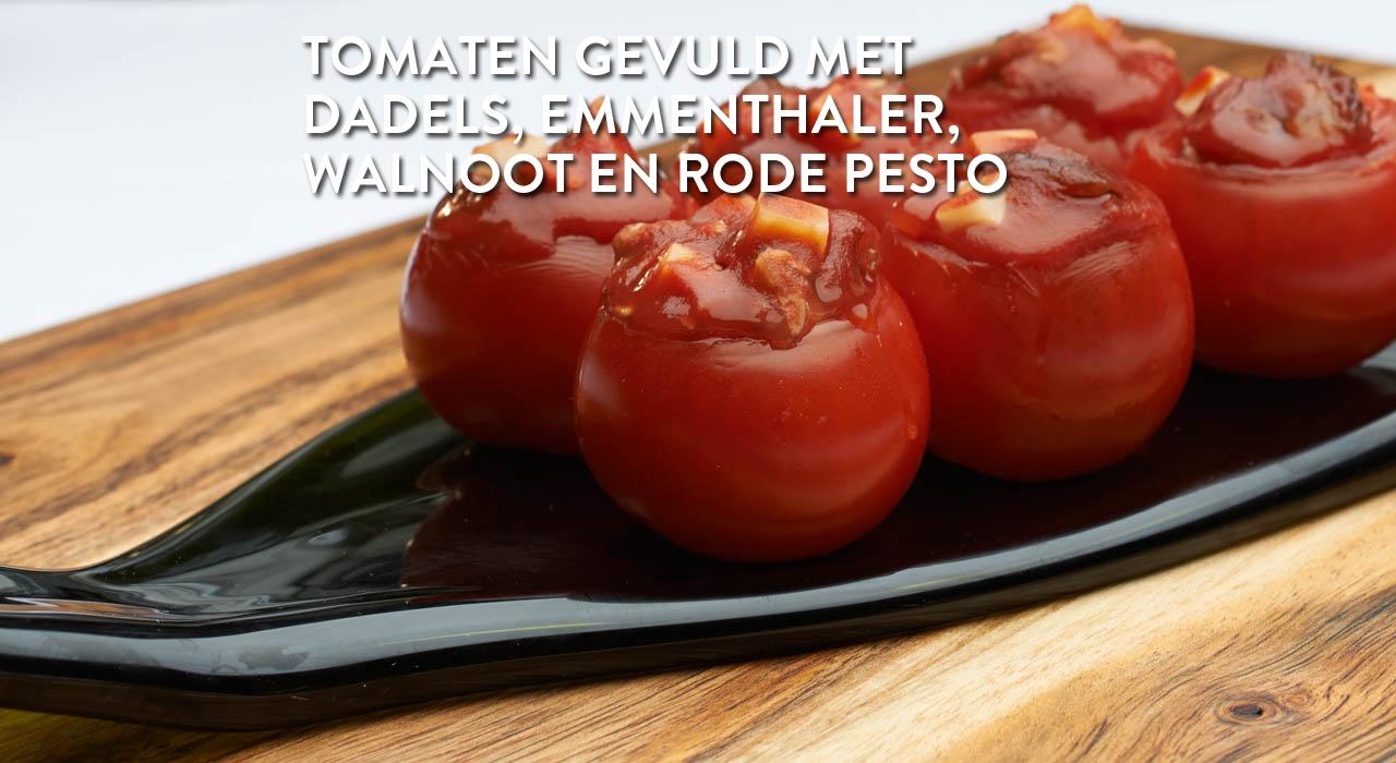 Tomaten gevuld met dadels, emmenthaler, walnoot en rode pesto
