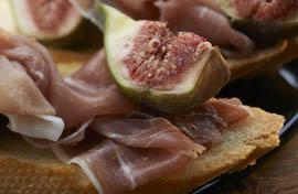 Brusschetta met rauwe ham en verse vijgen